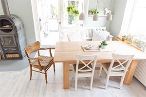 Selbst ist die Frau: Mit eigenhändig verlegtem Bioboden schwedisches Sommerhaus-Feeling schaffen