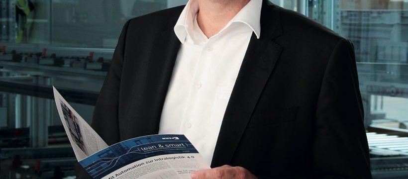 """Logistikexperte und Fachbuchautor Prof. Dr. Markus Schneider empfiehlt die Lektüre der """"lean & smart"""". Foto: MWB"""