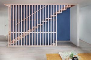 Leistentreppe-Claustra-5_horrydoo-300x200 Gut getarnt: Holztreppe mit Leistengeländer