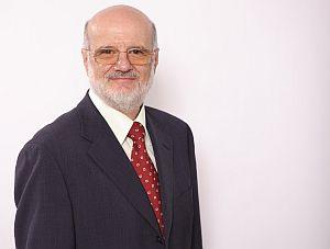 Prof-Szazs-Schraegprofil-300-x-100 Oncothermie-Begründer zum Rückgang der Krebsdiagnosen in Pandemie – Studie