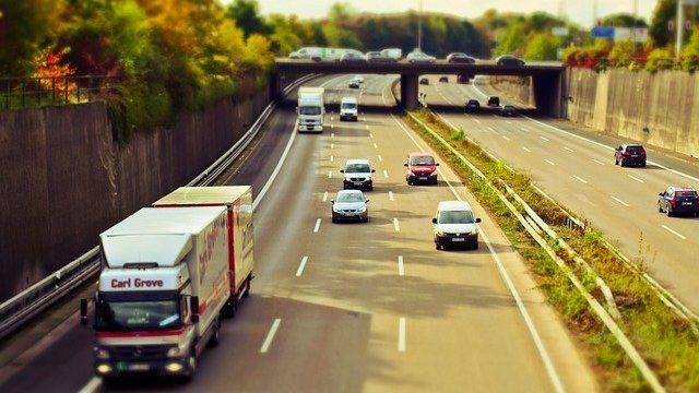 Auto auf der Autobahn